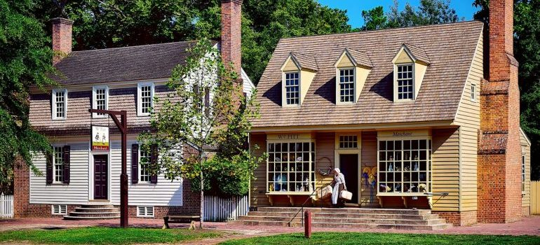 Two beautiful Williamsburg houses which are one of the main reasons why seniors move to Williamsburg.