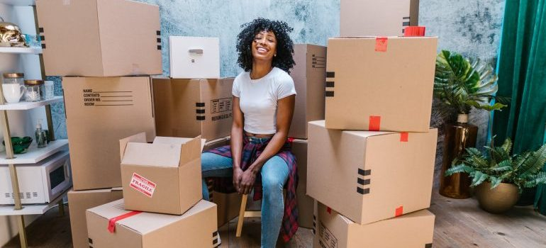 woman who knows about reasons to rent moving bins
