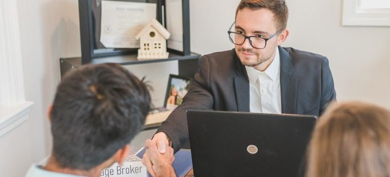 A broker with clients